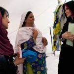Angelina Jolie visite un camp d'éxilés au Kandaro, Pakistan. Septembre 2010